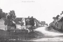 grand rue et monument